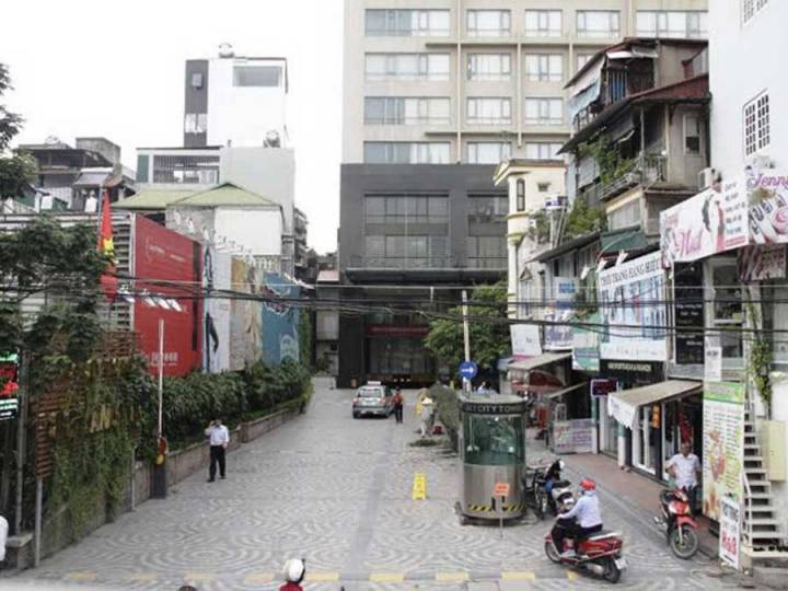 Many condominiums 'backwards' because there is no separate path