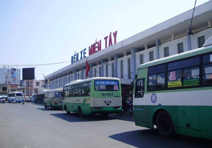Move western bus station to Phu My Hung