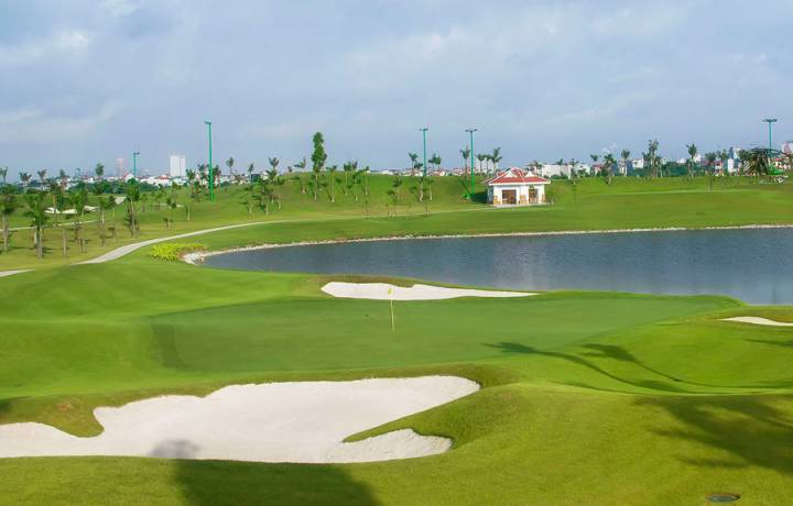 Golf in Can Gio District