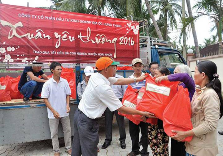 Hung Thinh donated 3 million notebooks for flood victims