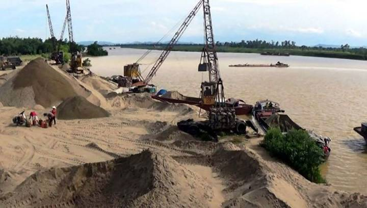 HCMC inspects sand for building materials