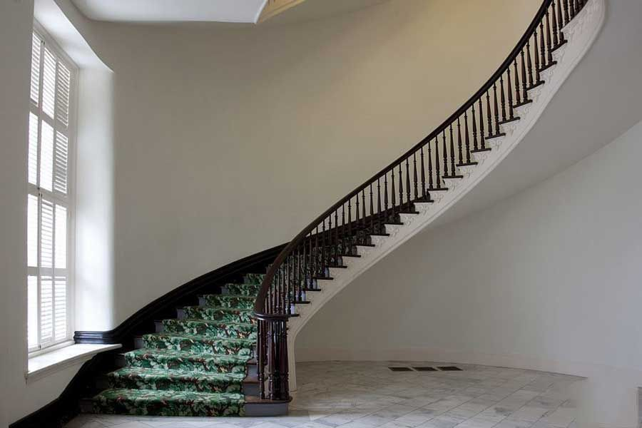 Arrangement of stairs to welcome home