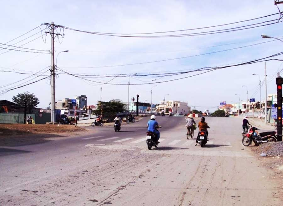 build Binh Tien Bridge linking the South