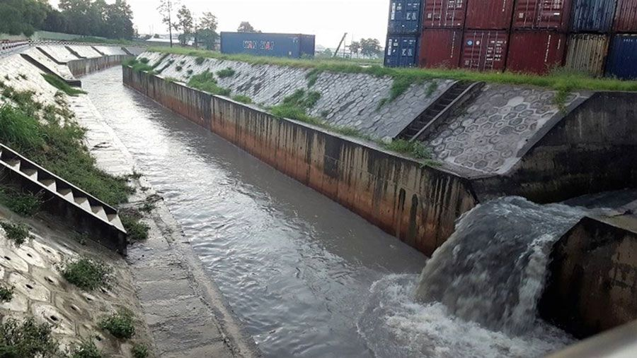 Ho Chi Minh City treats pollution on Tran Quang Co canal