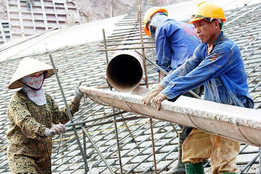 Construction workers have insurance of at least 100 million VND
