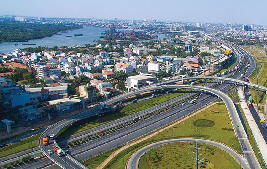 According to experts, the land fund surrounding Ho Chi Minh City-Long Thanh - Dau Giay highway is large, the owners have many years ago, infrastructure is closed investment should bring the project to the market.