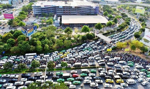 reduce the traffic jam for Tan Son Nhat