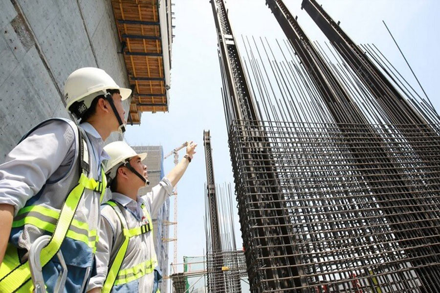 The tallest building in Vietnam - The Landmark 81 is about to build a roof.
