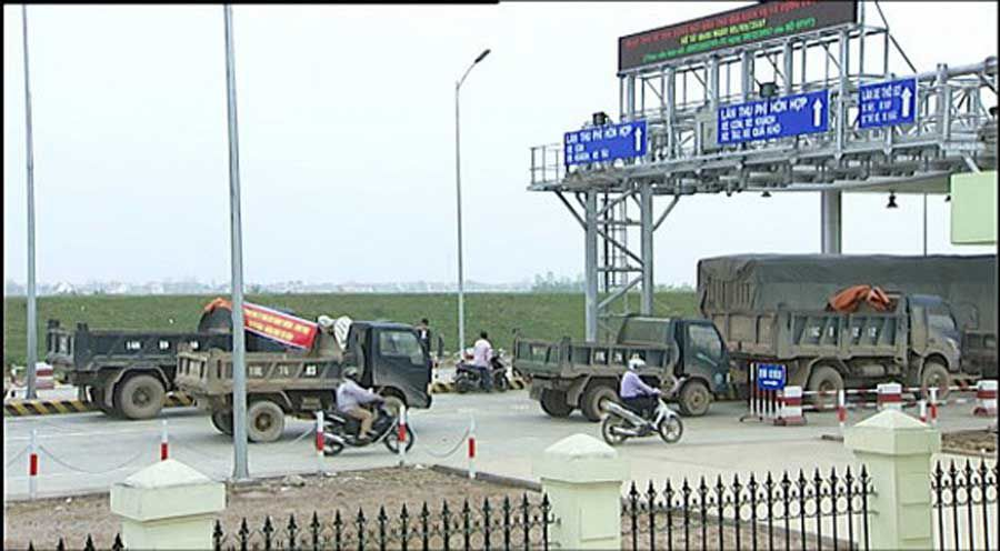Tam Nong BOT toll station on Highway 32