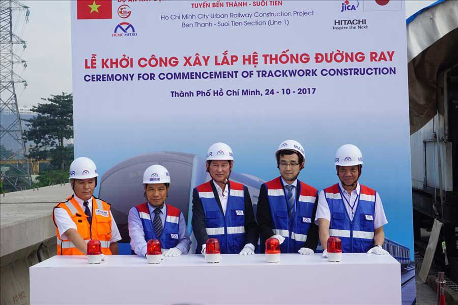 Started to install Ben Thanh - Suoi Tien subway line