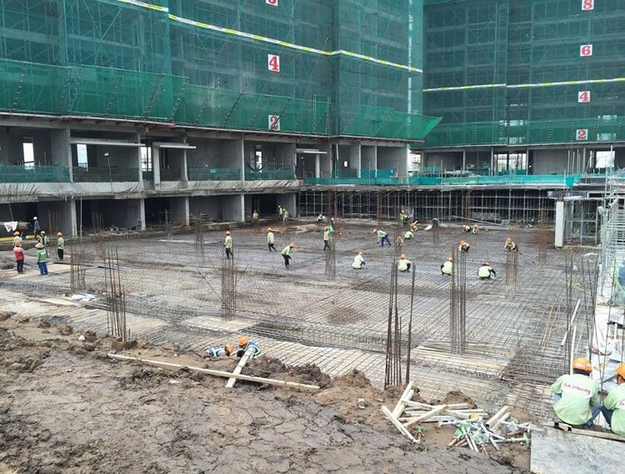 Palm Heights Division: Steel floor installation
