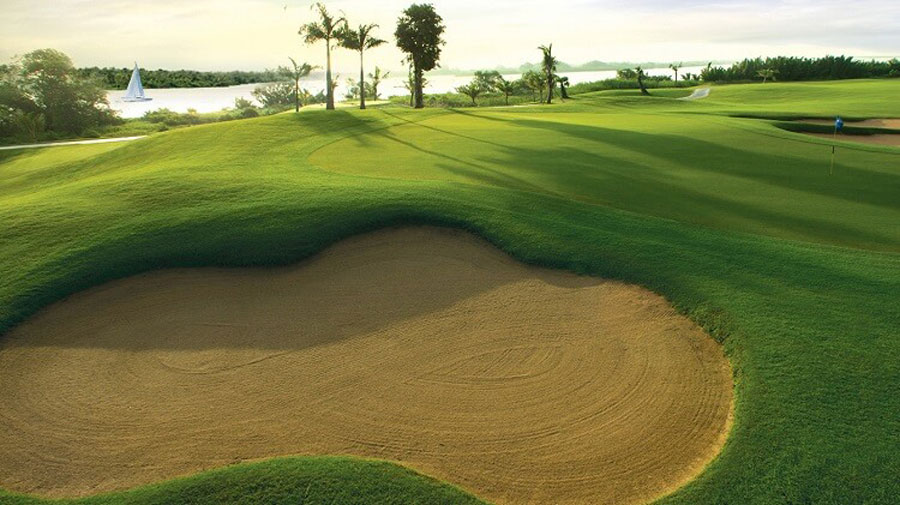 18-hole golf course in Swan Bay is suitable for sports exchange