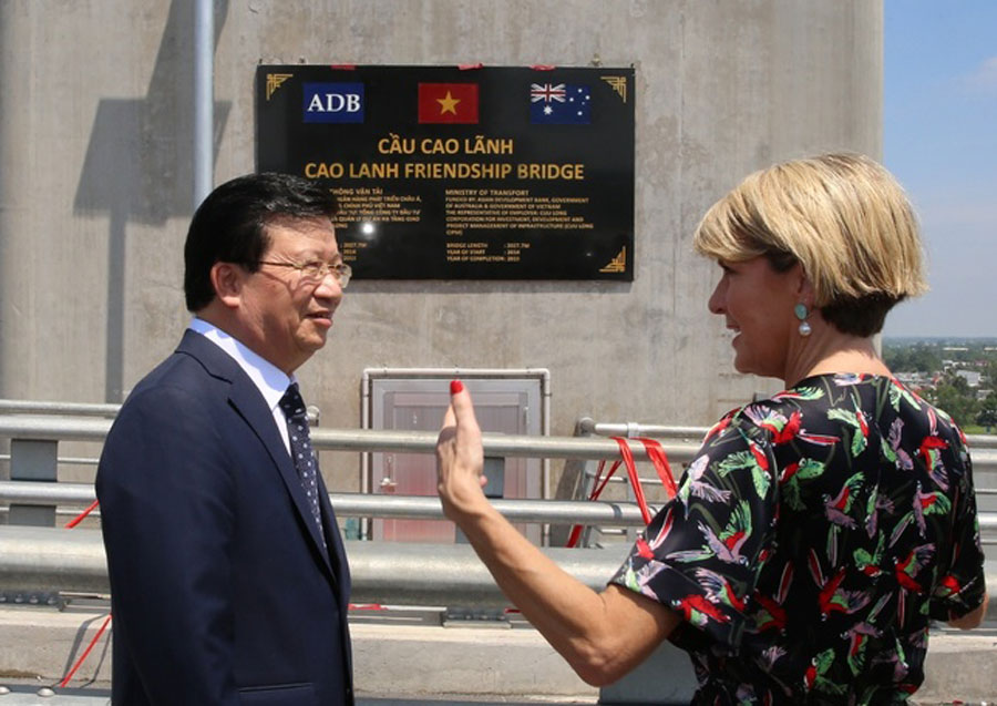 Deputy PM Trinh Dinh Dung and Australian Foreign Minister