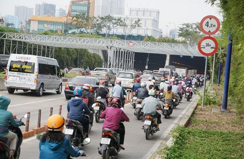 Hanoi re-organized the traffic to build Phu Thu Bridge and Kim Giang Street
