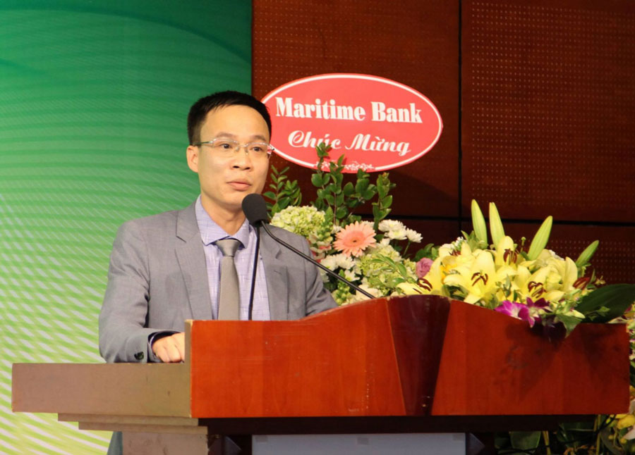"""Mr. Pham Nguyen Toan, Chairman of the Organizing Committee, launches the contest """"Where I Live""""."""