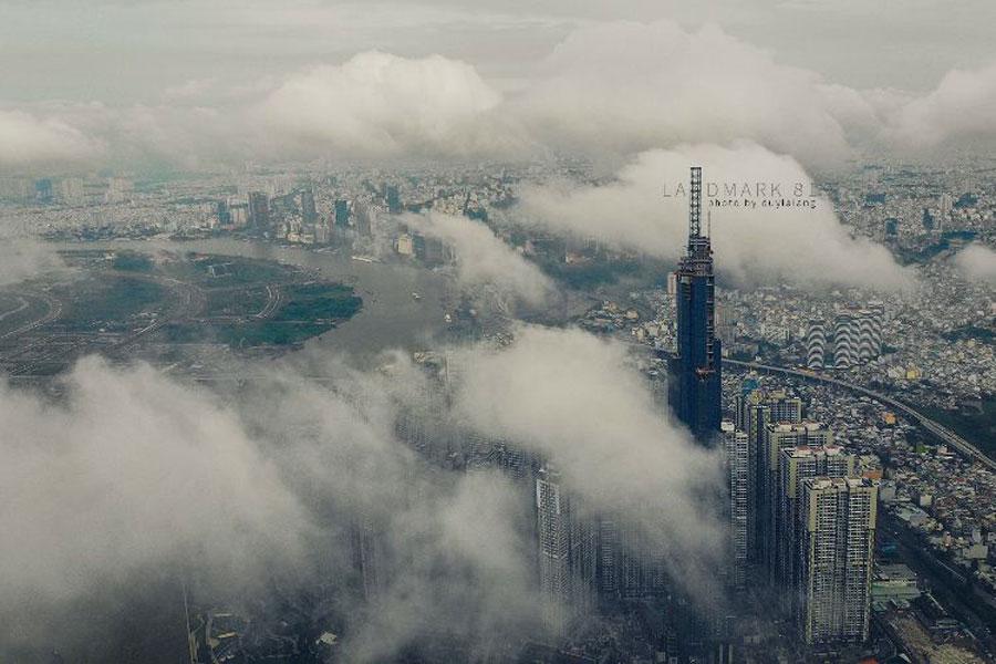 Seeing Landmark 81 in the sea of clouds