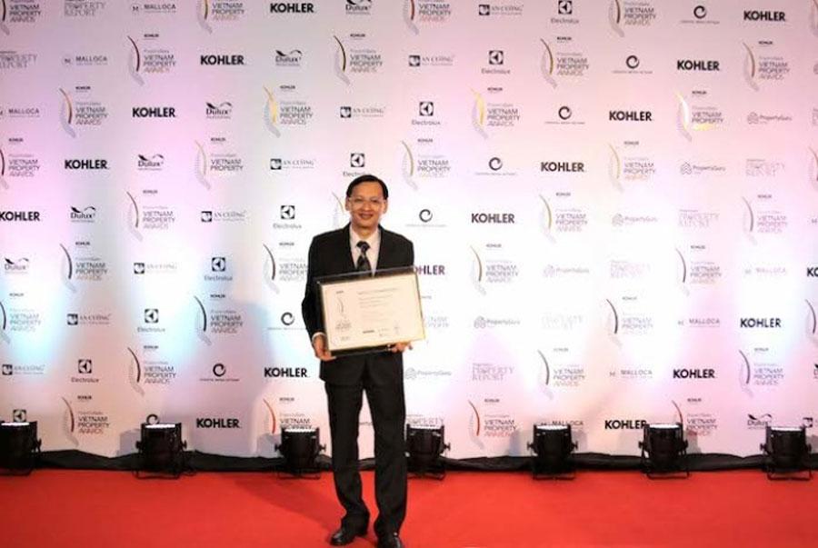 Deputy General Director Khang Dien received the PropertyGuru Vietnam Property Awards 2018