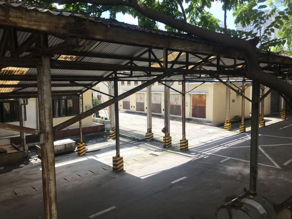 The area inside the factory is quite large and airy