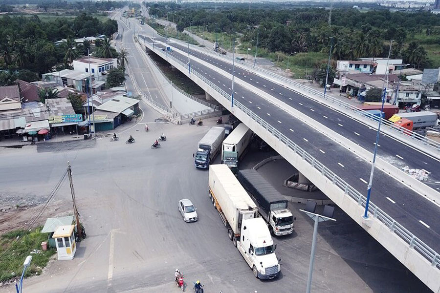 The overpass of My Thuy intersection was officially opened on 29/6.