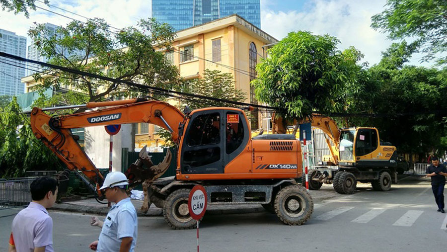 Two excavators are responsible for dismantling the offending works