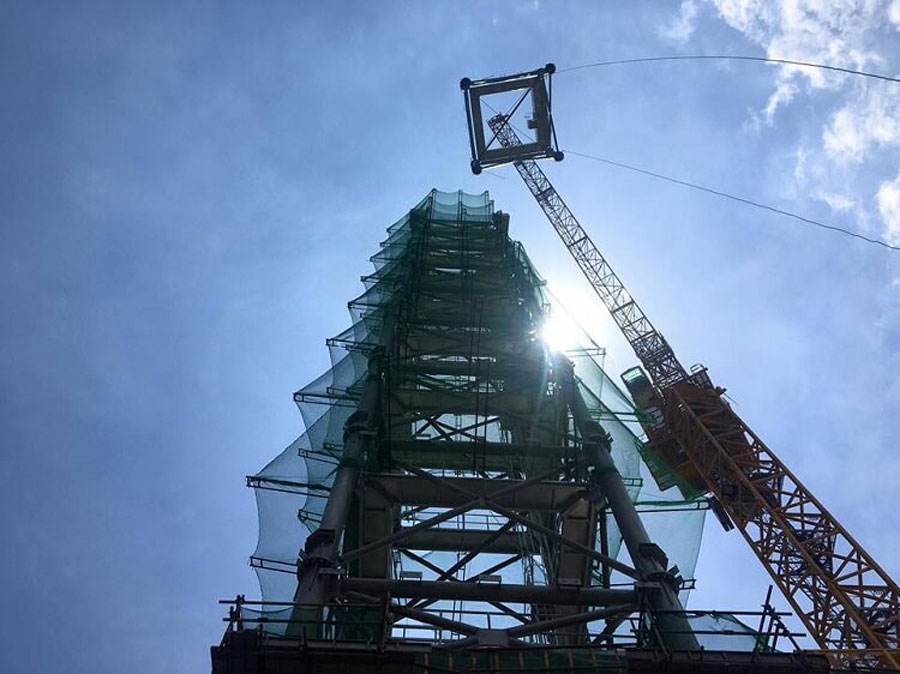 Historical moment when the last spire was installed