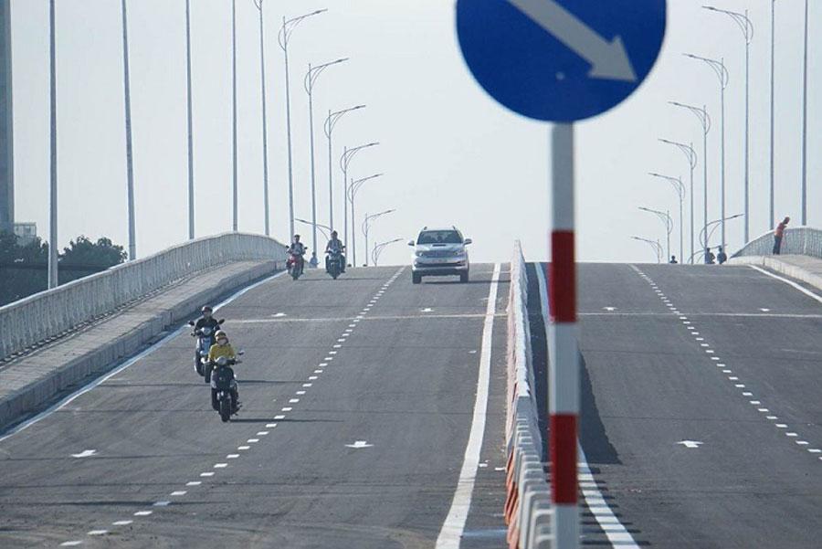 The bridge through Kim Cuong