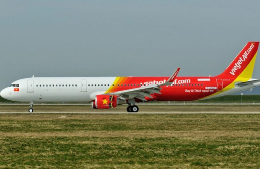 Vietjet leaders signed investment agreement in Can Tho city