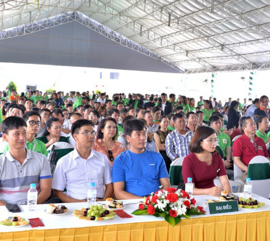 Customers attended the launch ceremony of the Symbio Garden project